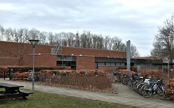 Projektet på HIMMELEV GYMNASIUM består af fagtilsyn i forbindelse med renovering af omklædningsfaciliteter på Himmelev Gymnasium.
