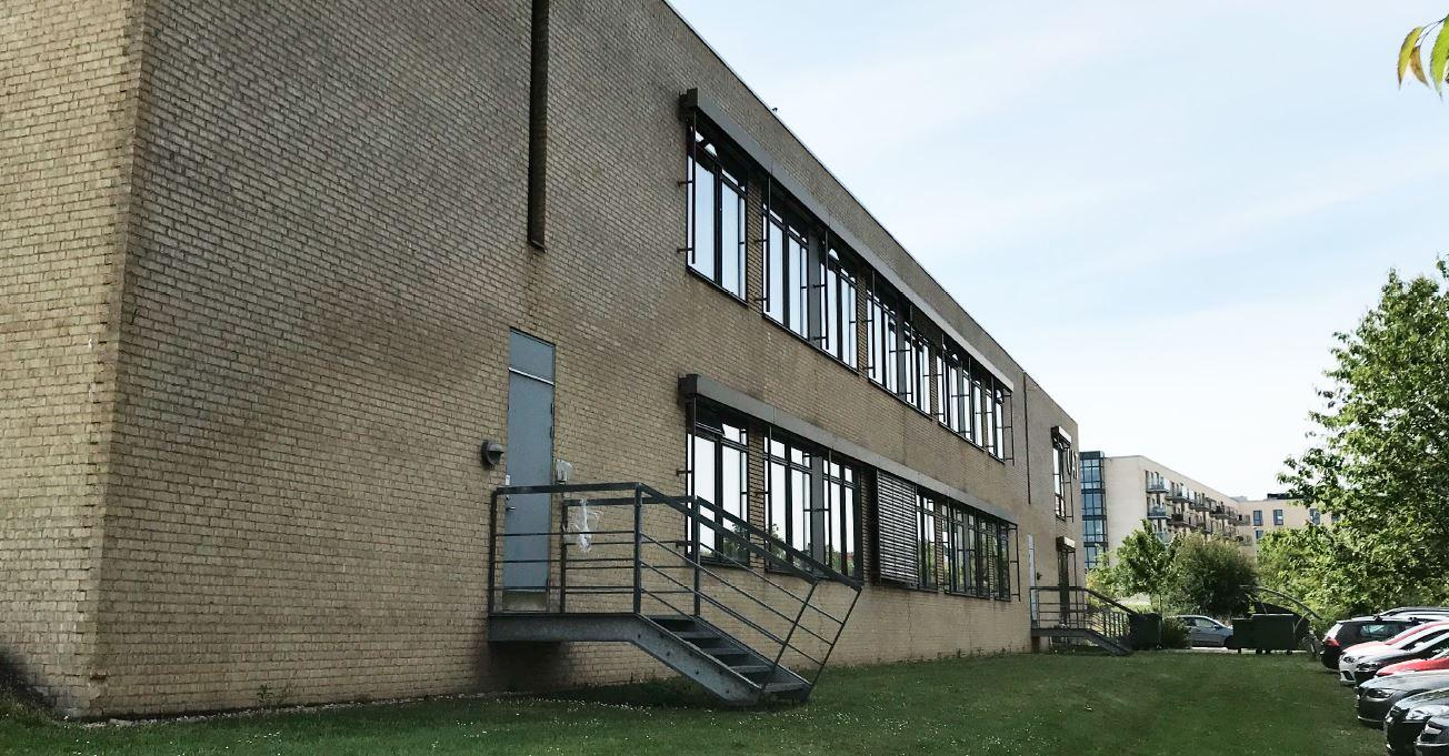 Studieboliger Universitetsparken omfatter teknisk rådgivning og bistand vedrørende ombygning af eksisterende bygning med indretning af 35 studieboliger og etablering af 46 studieboliger